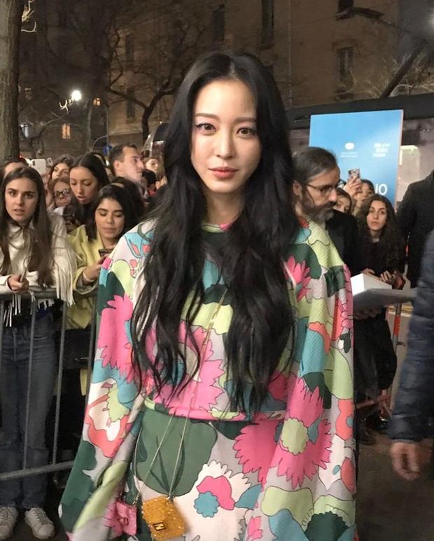 Dàn nữ thần Hàn đọ đại náo nước Ý: Song Hye Kyo đụng độ Han Ye Seul, em gái quốc tế Lisa có cân được em gái quốc dân IU? - Ảnh 24.