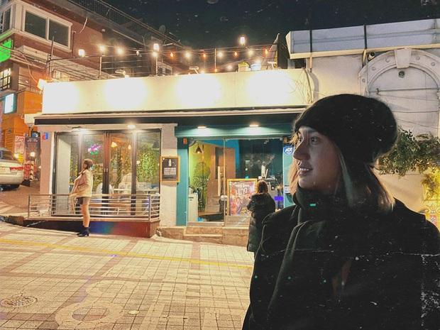Sang Hàn tiếp tục dao kéo, Lynk Lee vẫn kịp đến thăm quán nhậu Danbam chỉ để gặp anh chủ khu Itaewon đang gây bão - Ảnh 2.