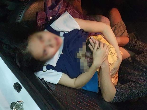Nam tài xế đỡ đẻ thành công cho sản phụ trẻ ngay trên xe taxi - Ảnh 2.