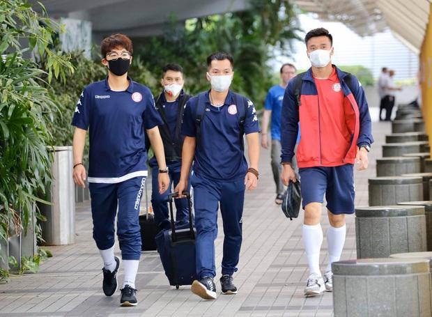 Vượt qua sợ hãi virus corona, Công Phượng nai nịt kín mít đến Singapore tìm chiến thắng đầu tiên ở châu lục - Ảnh 1.