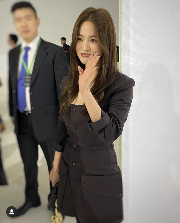 Dàn nữ thần Hàn đọ đại náo nước Ý: Song Hye Kyo đụng độ Han Ye Seul, em gái quốc tế Lisa có cân được em gái quốc dân IU? - Ảnh 19.