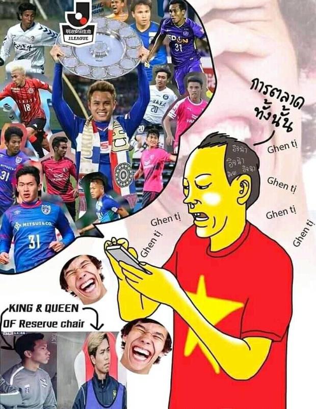 CĐV Thái Lan chế ảnh mỉa mai Văn Hậu ngồi dự bị, châm biếm bóng đá Việt Nam là King of marketing - Ảnh 1.