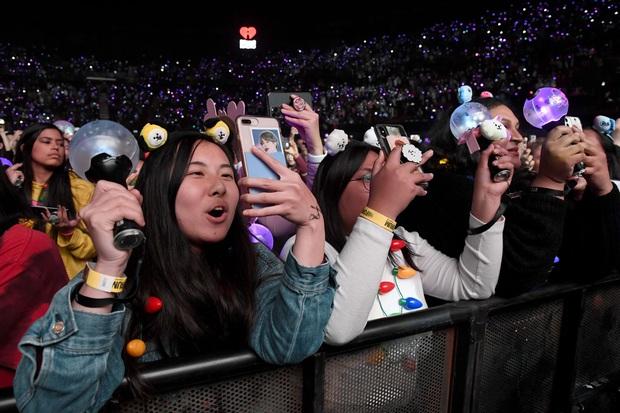 Làm thế nào BTS mang về 4,65 TỈ USD cho nền kinh tế Hàn Quốc trong 1 năm: Câu trả lời nằm ở cộng đồng fandom tỉ đô trên toàn thế giới - Ảnh 6.