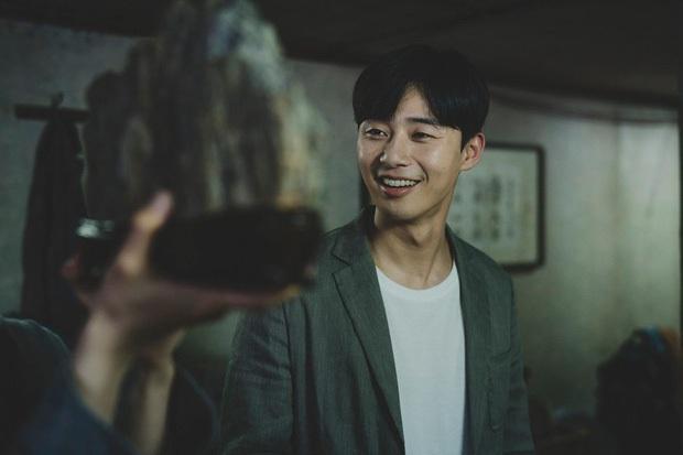 Tưởng là mầm họa trong Parasite, ai ngờ Park Seo Joon lại từng bị Choi Woo Sik cướp bồ đến 2 lần - Ảnh 1.