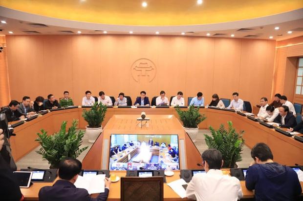 Hà Nội họp nóng, PGĐ Sở Y tế đề xuất cách ly tập trung người Việt đi từ vùng dịch Covid-19 ở Hàn Quốc về - Ảnh 2.