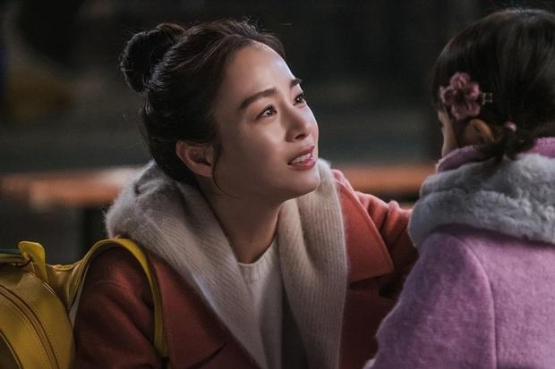 Phim mở màn quá hot, HI BYE, MAMA hào phóng tung ảnh mẹ ma Kim Tae Hee khóc hết nước mắt ngày hội ngộ con gái - Ảnh 2.