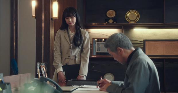 Mỹ nhân diện đồ công sở đẹp nhất màn ảnh Hàn đợt này hẳn là Soo Ah của Itaewon Class: Ăn vận đơn giản mà độ sang xịn có thừa - Ảnh 6.
