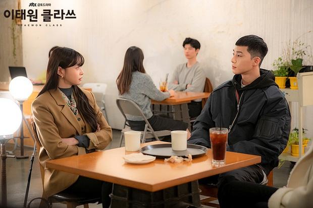 Mỹ nhân diện đồ công sở đẹp nhất màn ảnh Hàn đợt này hẳn là Soo Ah của Itaewon Class: Ăn vận đơn giản mà độ sang xịn có thừa - Ảnh 9.