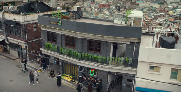 Lại trầm trồ pha đập bàn chơi lớn Tầng Lớp Itaewon tập 8 của Park Seo Joon: Tôi cũng mua một toà nhà là xong chứ gì! - Ảnh 8.