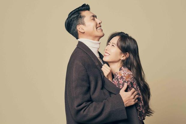 2 năm trước, Hyun Bin - Son Ye Jin đã có bộ ảnh chung đẹp quắn quéo, gây giật mình là bức hình giống hệt style Jeong Hyeok - Se Ri trong phim - Ảnh 1.