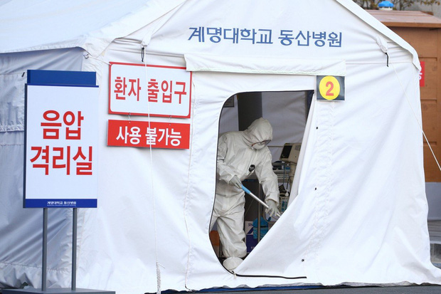 Nhiễm virus corona, quan chức y tế Hàn Quốc thừa nhận mình là thành viên giáo phái Shincheonji ở Daegu - Ảnh 1.