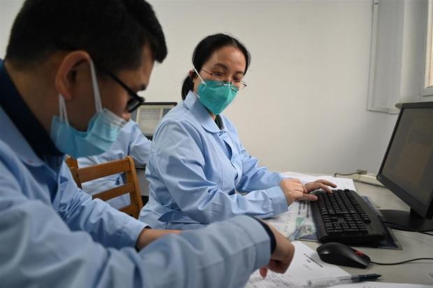 Nhật ký nữ bác sĩ: Không phải trực đêm do bệnh thận, nhưng vì Vũ Hán mà sẵn sàng cùng đồng nghiệp chiến đấu với virus corona - Ảnh 2.