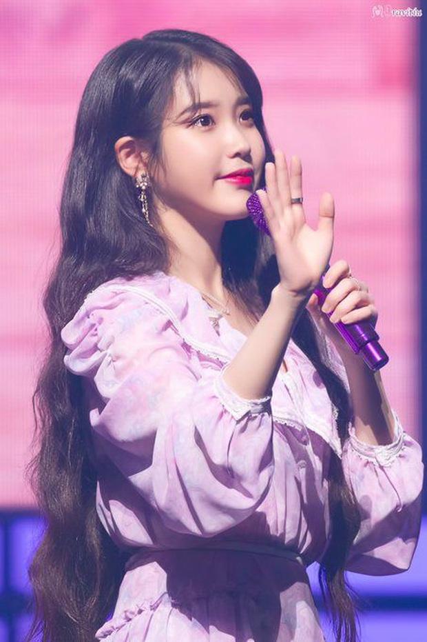 Điểm tên 5 ngôi sao Kpop từng có nghệ danh đặc biệt trước khi debut: IU, Jungkook hay Chungha gây bất ngờ lớn?  - Ảnh 1.