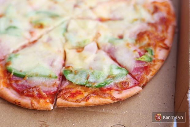 Cận cảnh món pizza thanh long ở Hà Nội: chưa bàn đến hương vị, riêng tinh thần giải cứu nông sản Việt đã ghi điểm rồi - Ảnh 2.