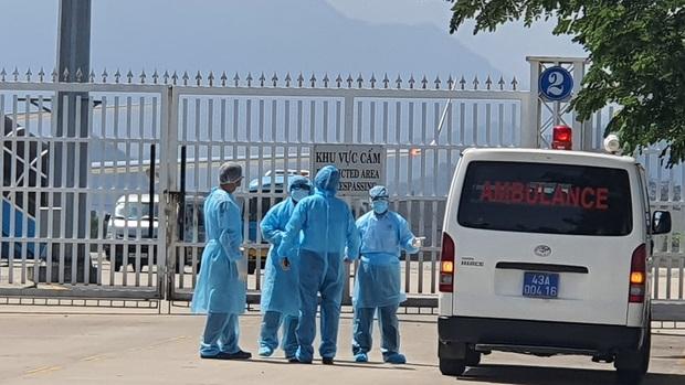 Vụ 80 người từ tâm dịch Daegu đến Đà Nẵng: 1 nam thanh niên bị sốt, 20 khách Hàn Quốc tạm chấp nhận cách ly tại bệnh viện - Ảnh 2.