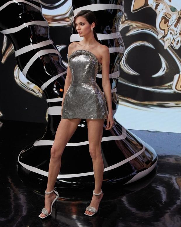Kendall Jenner gây bão với loạt ảnh sự kiện: Chân dài đẹp nhất nhà Kardashian lồng lộn ná thở, nhưng đôi chân quá đáng lo - Ảnh 3.