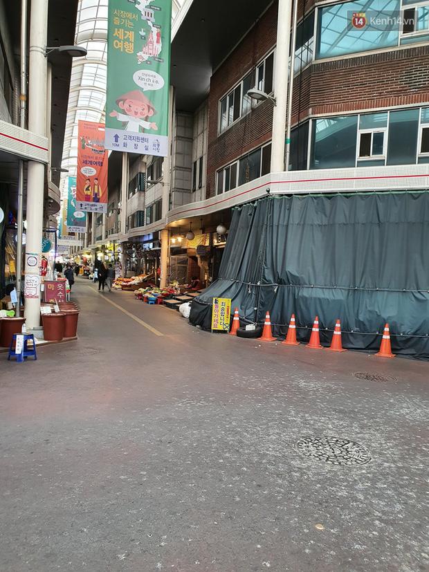 Chùm ảnh đường phố, quán xá, trường học vắng vẻ một cách lạ thường tại tâm dịch Daegu Hàn Quốc qua ống kính du học sinh Việt - Ảnh 7.