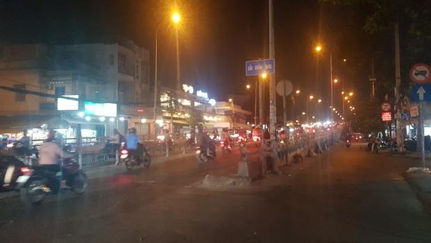 Công an nổ súng ngăn chặn 2 nhóm thanh niên hỗn chiến trên phố Sài Gòn - Ảnh 2.