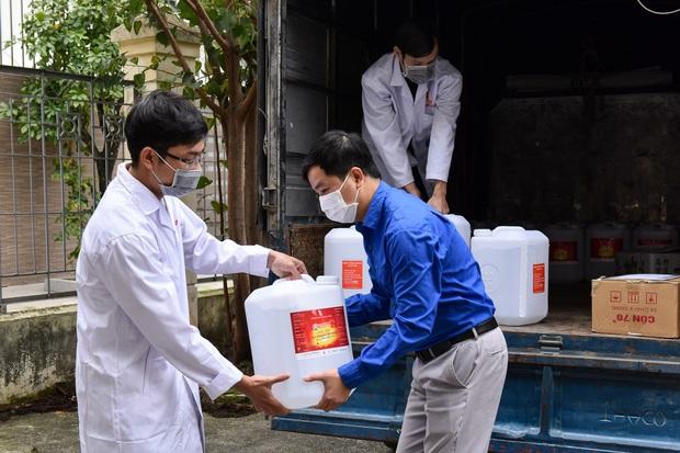 ĐH Bách khoa Hà Nội dành 435 triệu đồng để mua khẩu trang tặng cho giảng viên, học viên, sinh viên - Ảnh 2.