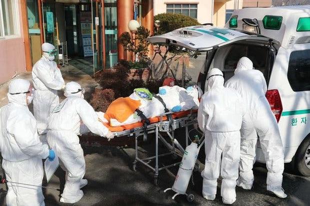 Hàn Quốc trở thành ổ dịch virus corona lớn thứ 2 thế giới: 8 người chết, 833 trường hợp nhiễm bệnh - Ảnh 2.