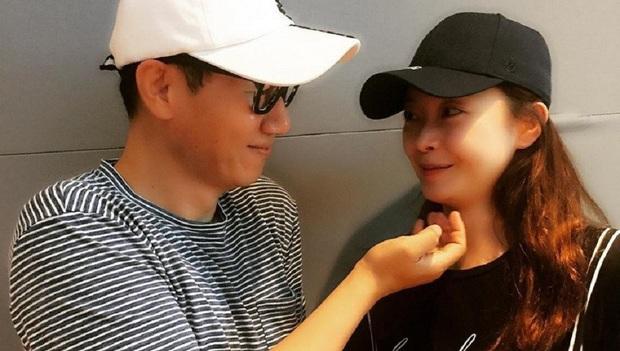 """""""Running Man"""" bị chỉ trích gay gắt vì cố tình gán ghép Jeon So Min với anh cả Ji Suk Jin đã có gia đình - Ảnh 1."""