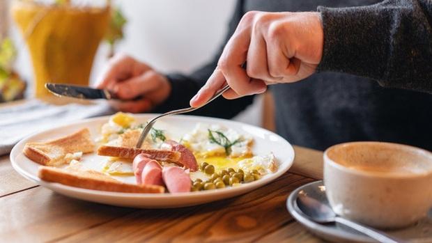 Duy trì thói quen ăn sáng theo cách này, chị em sẽ giảm cân trông thấy lại còn ngừa ung thư cực tốt - Ảnh 1.
