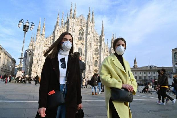 Cuộc chạy đua kiểm soát virus corona tại ổ dịch lớn đầu tiên ở châu Âu - Ảnh 1.