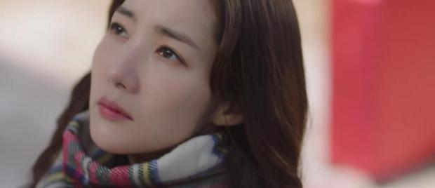 Trời Đẹp Em Sẽ Đến tập 1: Park Min Young đi làm bị đánh bờm đầu, chán nản bỏ về quê được crush tỏ tình luôn - Ảnh 1.