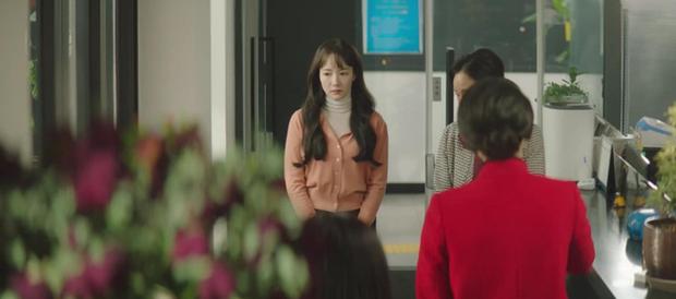 Trời Đẹp Em Sẽ Đến tập 1: Park Min Young đi làm bị đánh bờm đầu, chán nản bỏ về quê được crush tỏ tình luôn - Ảnh 5.