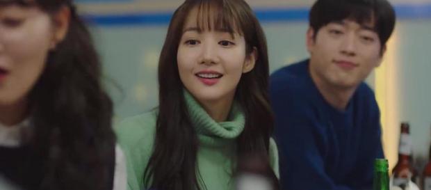Trời Đẹp Em Sẽ Đến tập 1: Park Min Young đi làm bị đánh bờm đầu, chán nản bỏ về quê được crush tỏ tình luôn - Ảnh 10.