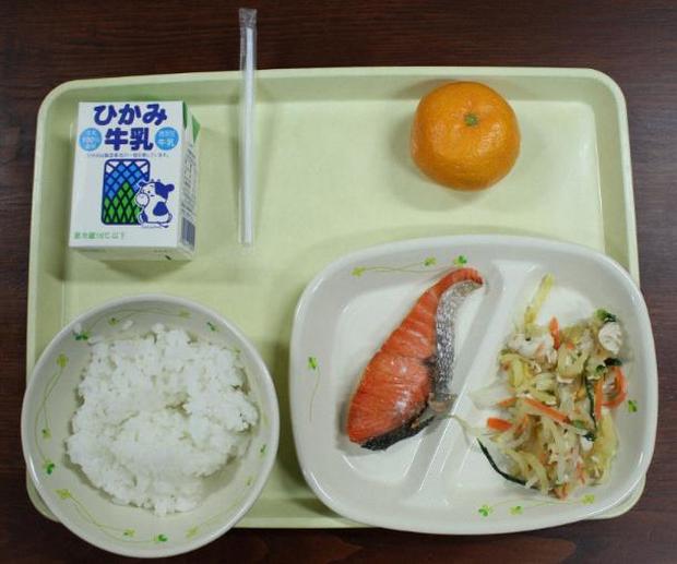 Nhân viên nhiễm Covid-19 chia đồ ăn cho gần 200 học sinh Nhật Bản - Ảnh 1.