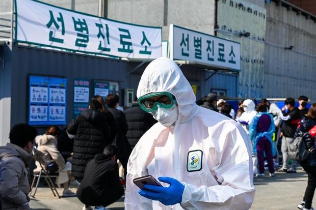 Chuyên gia Hàn Quốc: Nữ bệnh nhân số 31 chưa chắc đã là trường hợp siêu lây nhiễm virus corona - Ảnh 2.