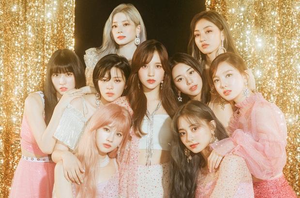 Các công ty giải trí chọn ra idol xuất sắc nhất Kpop hiện tại: BTS và TWICE dẫn đầu mảng nhóm, IU thống trị mảng solo, ITZY chắc suất tân binh khủng long - Ảnh 4.