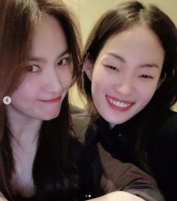 Bị Knet chê đã có tuổi, Song Hye Kyo đáp lại chỉ với 2 bức ảnh selfie: Đường nét và làn da đỉnh thế này còn chê cái gì? - Ảnh 4.