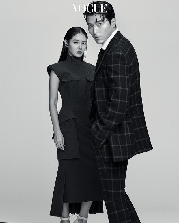 2 năm trước, Hyun Bin - Son Ye Jin đã có bộ ảnh chung đẹp quắn quéo, gây giật mình là bức hình giống hệt style Jeong Hyeok - Se Ri trong phim - Ảnh 2.