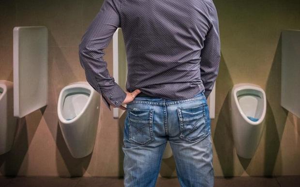 Thận của nam giới không hoạt động tốt sẽ biểu hiện rõ rệt thông qua 2 mùi hôi đặc trưng trên cơ thể - Ảnh 2.