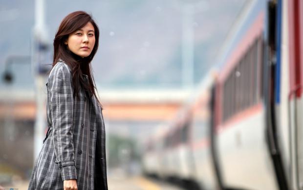 Vừa thoát kiếp nam phụ số khổ, trai 18 Lee Do Hyun gây sốc khi yêu đàn chị U40 trong phim mới? - Ảnh 4.