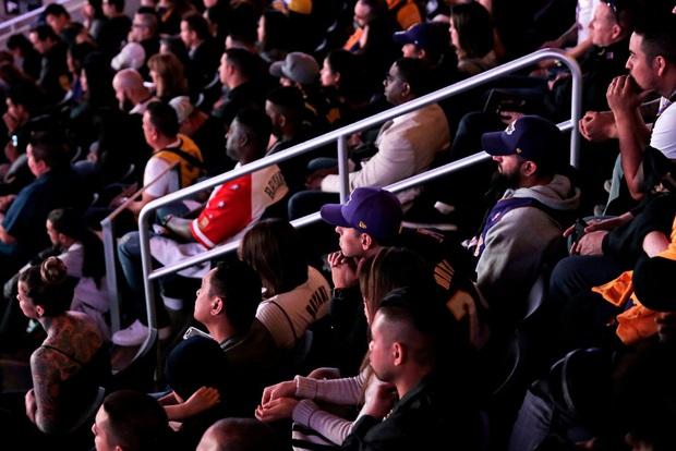 Lễ tưởng niệm Kobe Bryant: Jennifer Lopez - Michael Jordan bật khóc bên dàn sao, Alicia Keys - Beyonce biểu diễn trước 20.000 người - Ảnh 20.