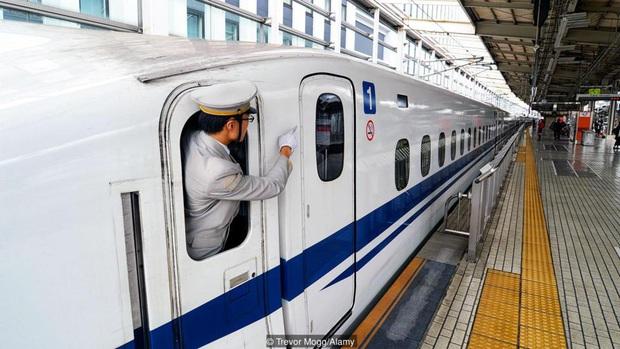 """""""Văn hoá chỉ trỏ"""" kỳ lạ của người Nhật hoá ra chẳng bất lịch sự như chúng ta vẫn nghĩ, tìm hiểu nguyên nhân mới thán phục - Ảnh 6."""