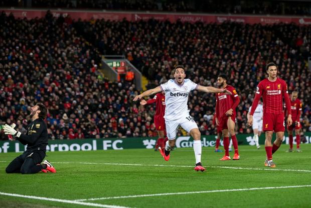 Liverpool lập 2 kỷ lục nhưng cũng hết cơ hội san bằng một kỷ lục khác sau chiến thắng hú vía trước đối thủ trong nhóm xuống hạng - Ảnh 7.