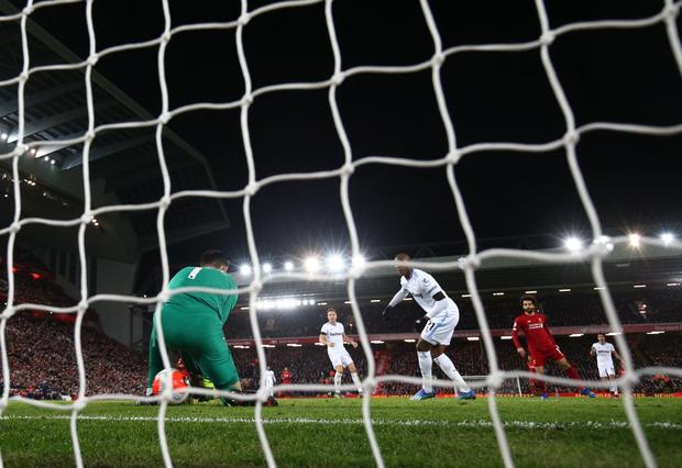 Liverpool lập 2 kỷ lục nhưng cũng hết cơ hội san bằng một kỷ lục khác sau chiến thắng hú vía trước đối thủ trong nhóm xuống hạng - Ảnh 8.
