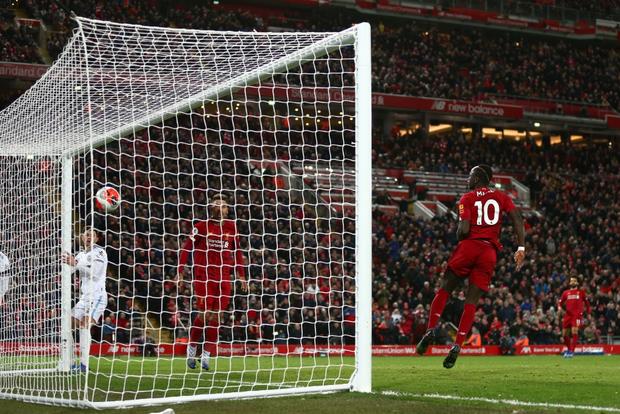Liverpool lập 2 kỷ lục nhưng cũng hết cơ hội san bằng một kỷ lục khác sau chiến thắng hú vía trước đối thủ trong nhóm xuống hạng - Ảnh 9.