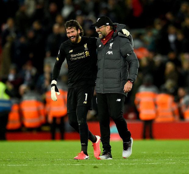 Liverpool lập 2 kỷ lục nhưng cũng hết cơ hội san bằng một kỷ lục khác sau chiến thắng hú vía trước đối thủ trong nhóm xuống hạng - Ảnh 2.
