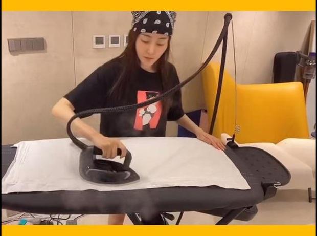 Ở nhà quay vlog, Trương Thiên Ái vô tình lộ loạt bằng chứng hẹn hò với mỹ nam đã có bạn gái của Tại Sao Boss Muốn Cưới Tôi - Ảnh 6.