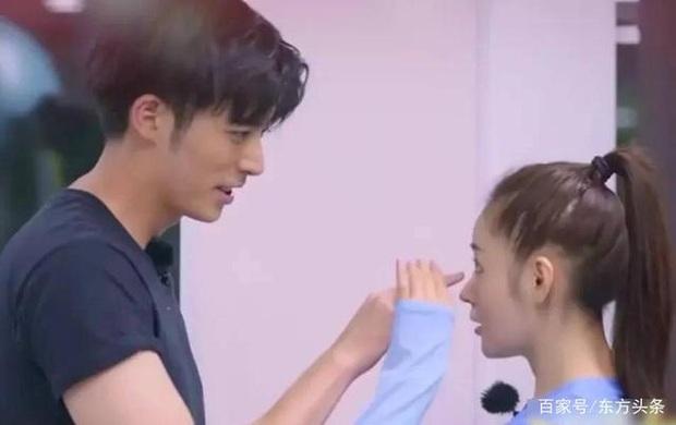 Ở nhà quay vlog, Trương Thiên Ái vô tình lộ loạt bằng chứng hẹn hò với mỹ nam đã có bạn gái của Tại Sao Boss Muốn Cưới Tôi - Ảnh 9.
