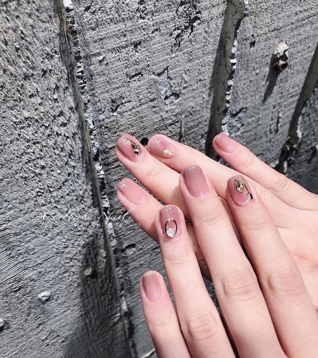 """12 mẫu nail đính hoạ tiết đơn giản mà """"đẹp banh"""": Nàng nào không thích diêm dúa thì mời vào - Ảnh 5."""