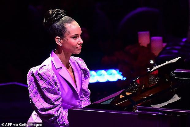 Lễ tưởng niệm Kobe Bryant: Jennifer Lopez - Michael Jordan bật khóc bên dàn sao, Alicia Keys - Beyonce biểu diễn trước 20.000 người - Ảnh 6.