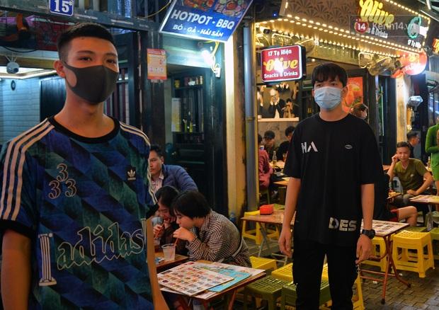 DJ và nhân viên các quán bar, karaoke được khuyến cáo đeo khẩu trang, thực hiện các biện pháp phòng dịch Covid-19 - Ảnh 17.
