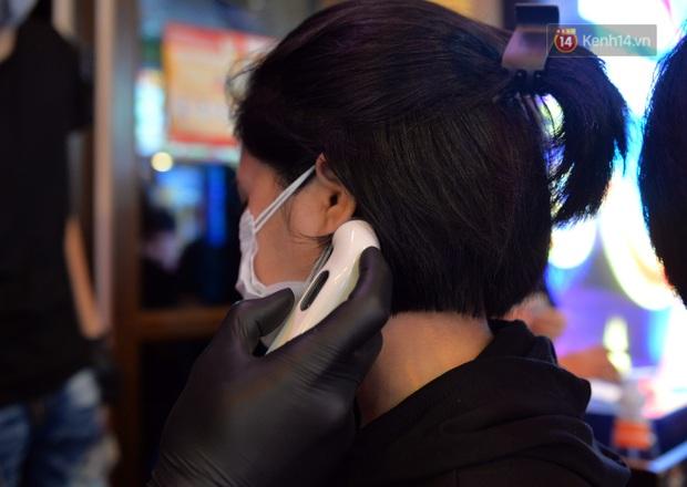 DJ và nhân viên các quán bar, karaoke được khuyến cáo đeo khẩu trang, thực hiện các biện pháp phòng dịch Covid-19 - Ảnh 9.