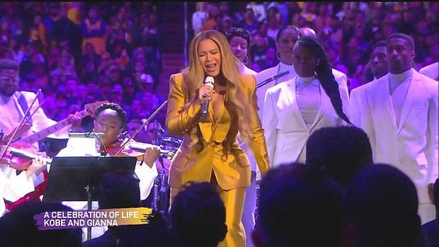Lễ tưởng niệm Kobe Bryant: Jennifer Lopez - Michael Jordan bật khóc bên dàn sao, Alicia Keys - Beyonce biểu diễn trước 20.000 người - Ảnh 7.